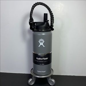 New Gray 32 oz Hydro Flask with paracord handle